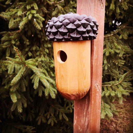 wiszący domek dla ptaków