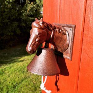żeliwny dzwonek z głową konia