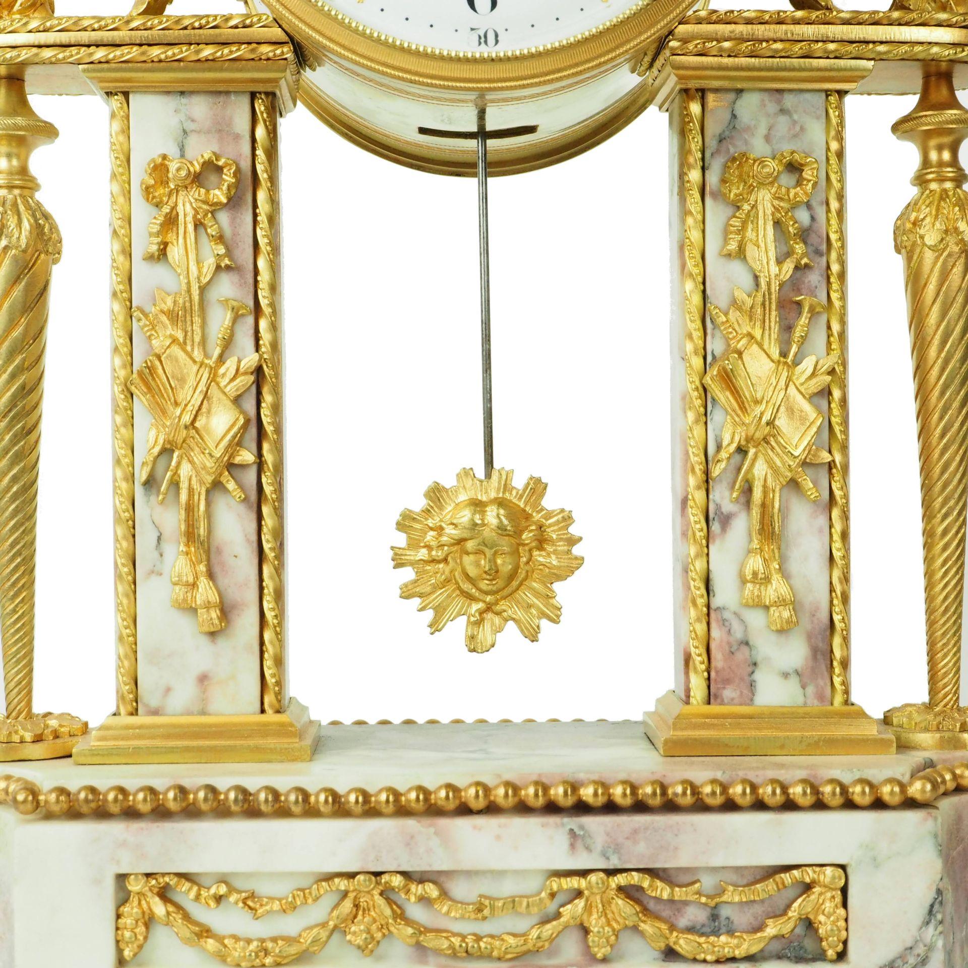 zegar marmurkowy biało różowy