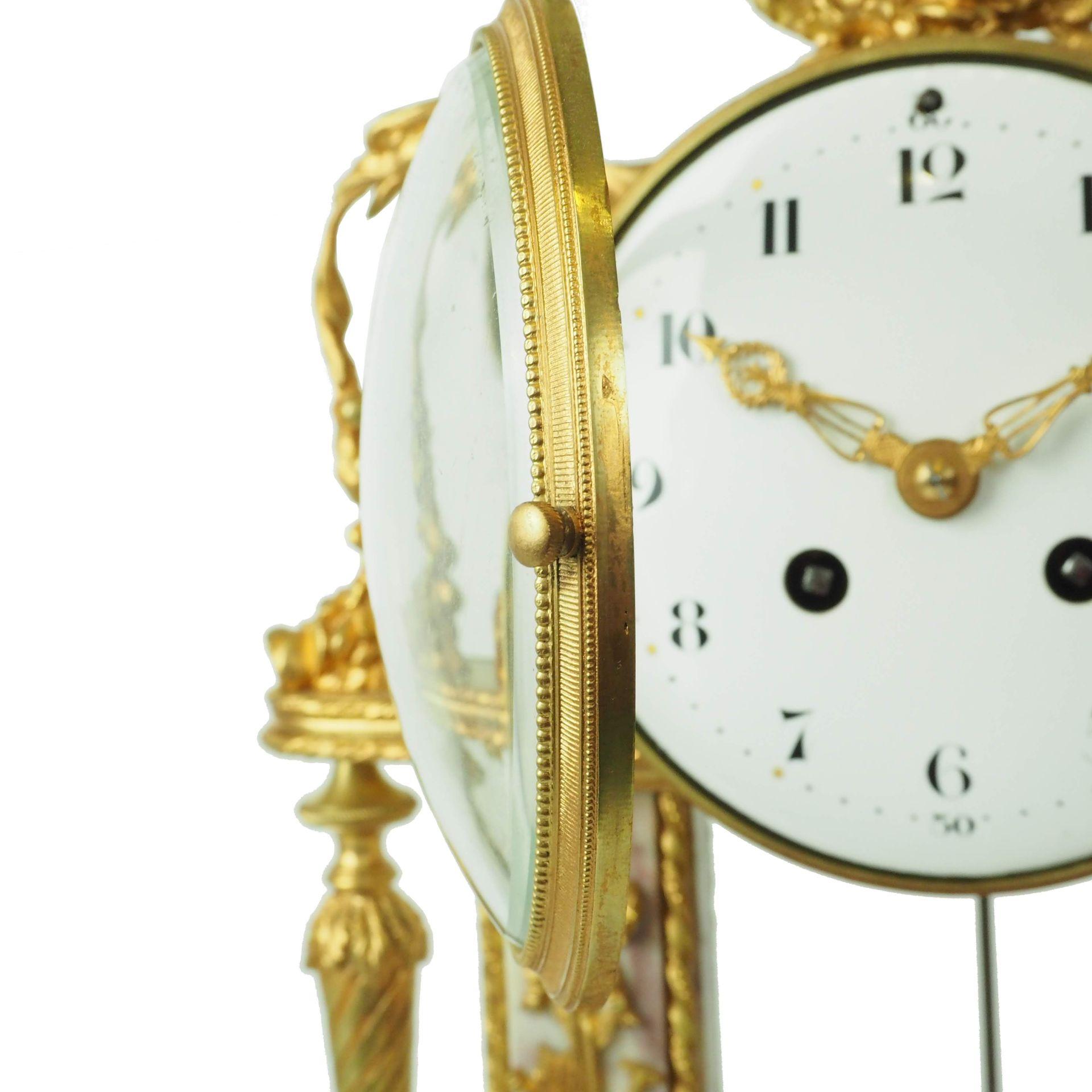 francuski zegar sygnowany